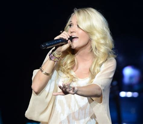 carrie underwood live kelly clarkson endorses carrie underwood for american idol