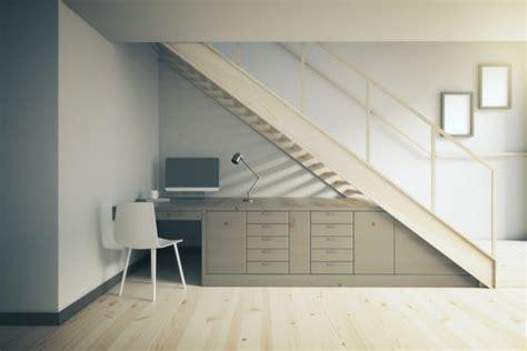escritorio para espacios peque os 5 ideas para aprovechar el espacio bajo escaleras punto deco