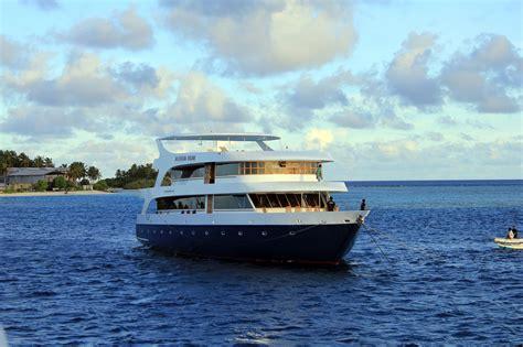 dream boat free maldivian dream boat free stock photo public domain pictures