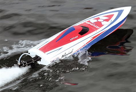 rc boats in big waves atomik whiplash 24 rc boat magazine