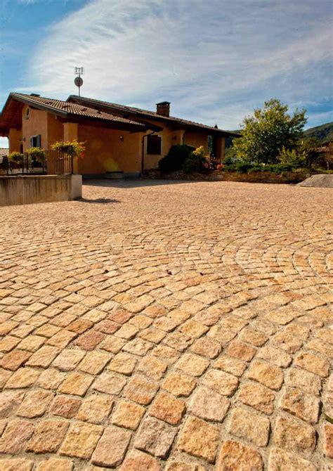pavimenti in granito prezzi pavimento per esterni in granito granito by pavesmac