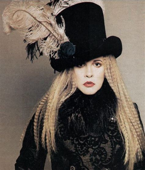 how to wear a top hat and create stevie nicks style