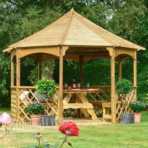 ft    stunning wooden trellis