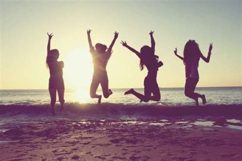 imagenes locas en la playa 8 tipos de chicas que hay en los grupos de amigas tkm chile