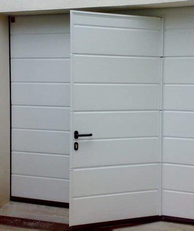porte de garage sectionnelle avec portillon 2372 accueil de menuiserie