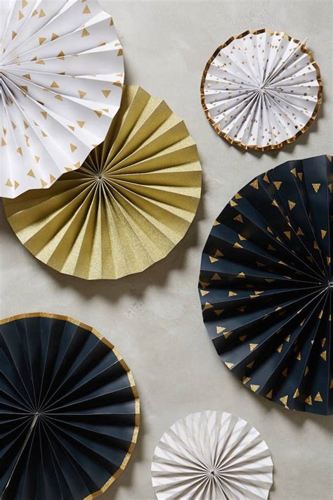 Gold Decorations by 20 Chic Decorating Ideas With A Black Gold And