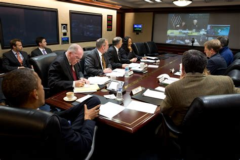 white house situation room file white house teleconference for hurricane sandy jpg wikimedia commons