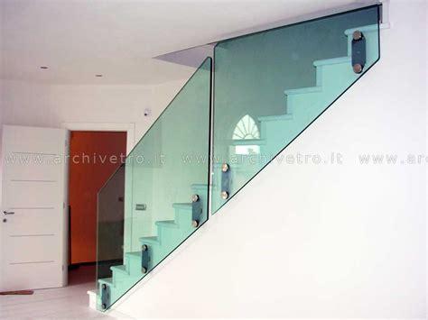 corrimano scale normativa parapetto vetro scala sistema a fissaggio puntuale