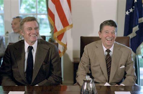 reagan alzheimer s white house file ronald reagan charlton heston jpg wikimedia commons