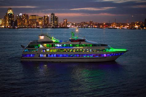 boat brunch party nyc hornblower infinity charter yacht new york