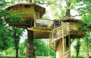 Pictures Of A Treehouse - why glamping in a treehouse is such an exciting new trend discover glamping