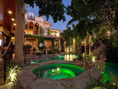 mediterranean mansions a mediterranean mansion with moorish flair 33 pics