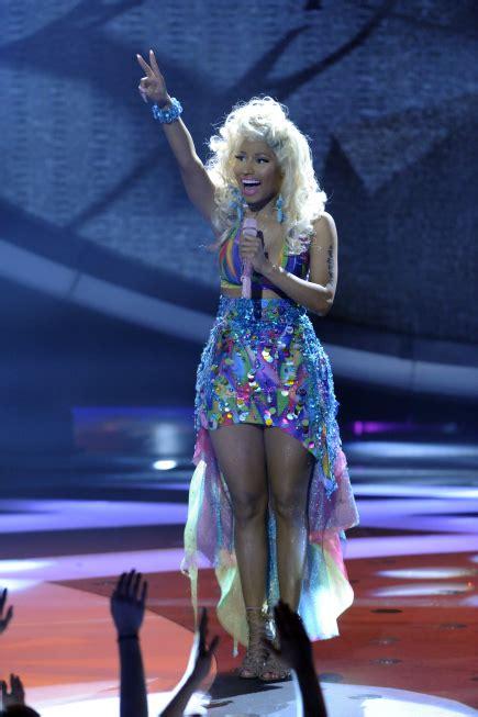 American Idol Wardrobe by Nicki Minaj S Almost Nip Slip Beautelicious