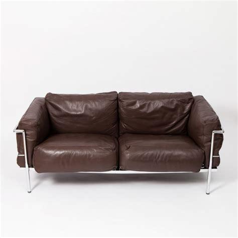 gran confort sofas lc2 grand confort sofa by le corbusier 1980s 45449