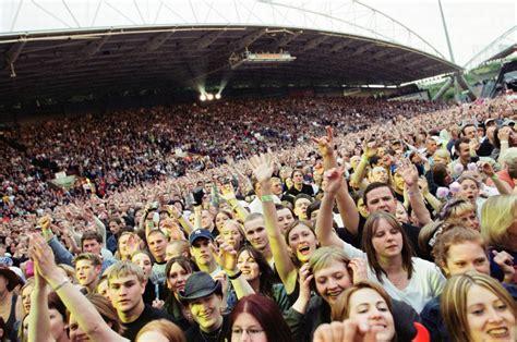 bon jovi fan bon jovi rock the mcalpine crowd pictures huddersfield