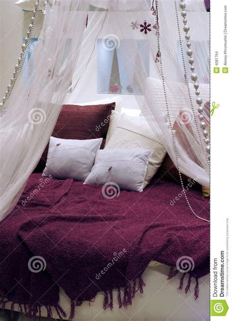 Rundes Bett by Rundes Bett Stockbilder Bild 4081764