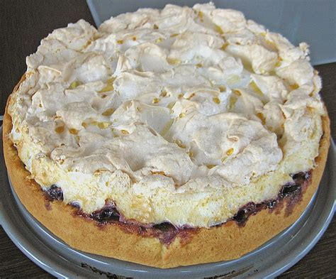 kuchen mit eiweiß laras heidelbeer kokos kuchen mit baiser rezept mit