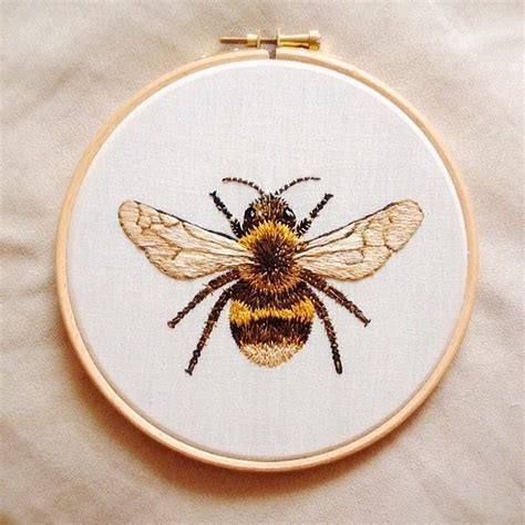 embroidery bee 25 best ideas about bee embroidery on white