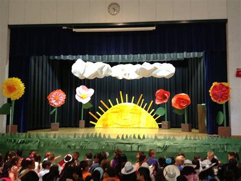 themes for kindergarten graduation day eric carle stage set up kindergarten pinterest stage