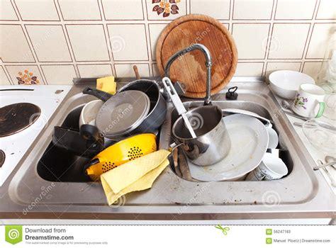 cuisine sale 201 vier malpropre dans la cuisine domestique avec la