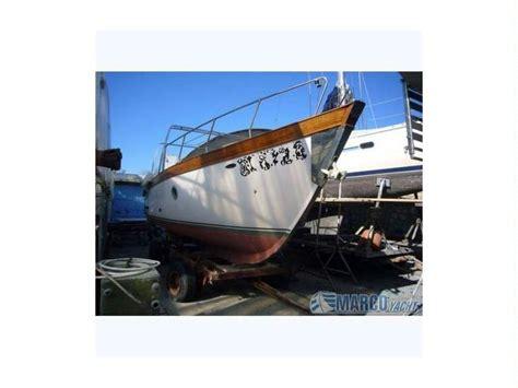 gozzo cabinato vetroresina pascia gozzo cabinato in liguria barche a motore usate