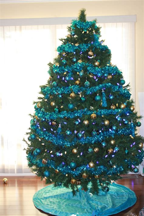 christmas tree decorations blue and gold