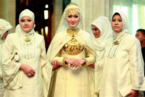 Gaun Pengantin Muslimah Dian Pelangi Koleksi Baju Pengantin Dian Pelangi