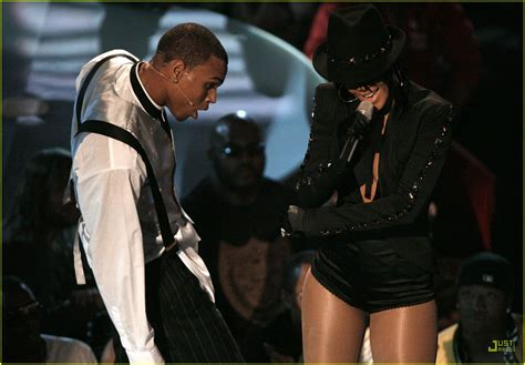 2007 Mtv Awards Performance Pics Celebamour by Chris Brown Rihanna S Vmas 2007 Performance Photo