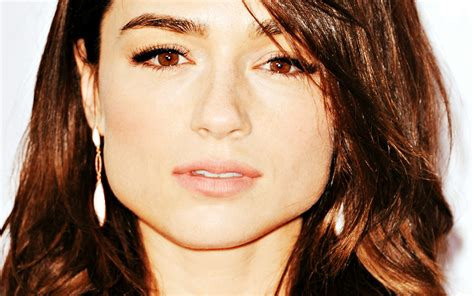 crystal reed wallpapers images  pictures backgrounds