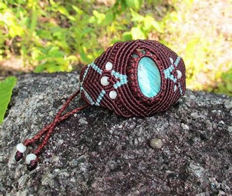 Micro Macrame Tutorials - translate bracelets and pictures on