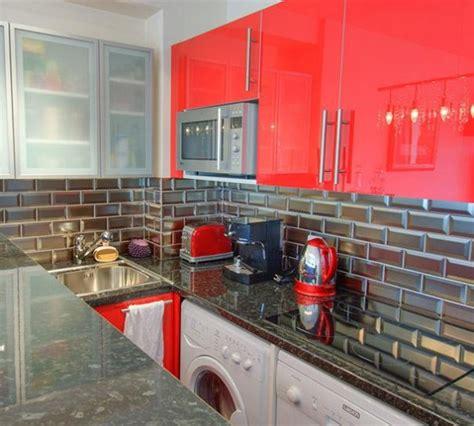 Ordinaire Carrelage Mural Rouge Pour Cuisine #1: Carrelage-metro-argent-cuisine.jpg