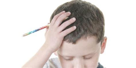 mal di testa bimbi mal di testa per un bambino su tre bimbi sani e belli