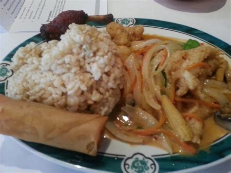 thai house roswell bangkok grouper slightly spicy red curry onions baby corn mushrooms brown rice
