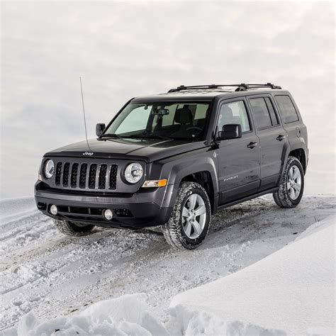 offroad jeep patriot off road in the snow with jeep