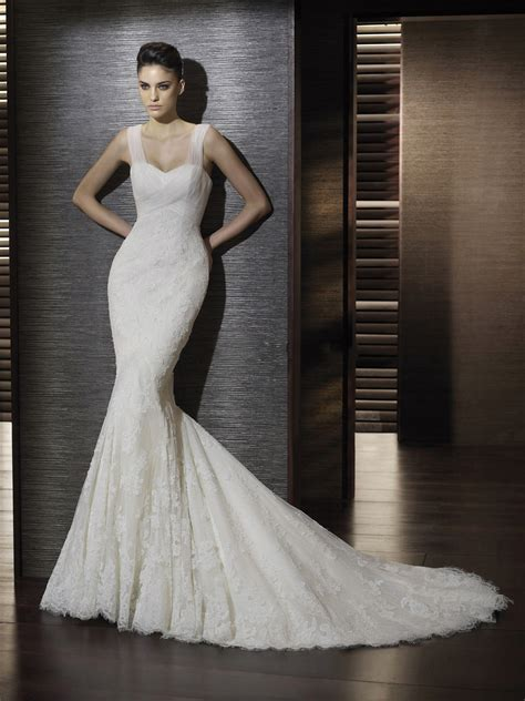 trumpet style wedding gown with thick tulle straps and