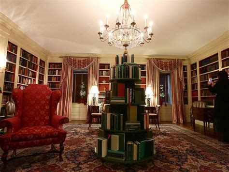 books about the white house deck the halls white house unveils 2017 christmas decorations breaking us news
