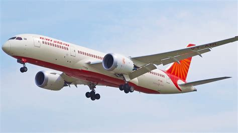 air india ai115 vt anl b787 dreamliner air india boeing 787 8 dreamliner vt anl landing runway
