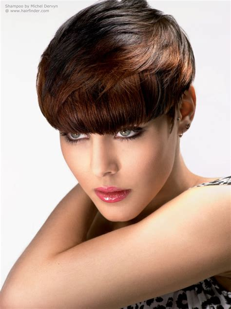 weighted shorthairstyles short top weighted hairstyle with a cutting line that