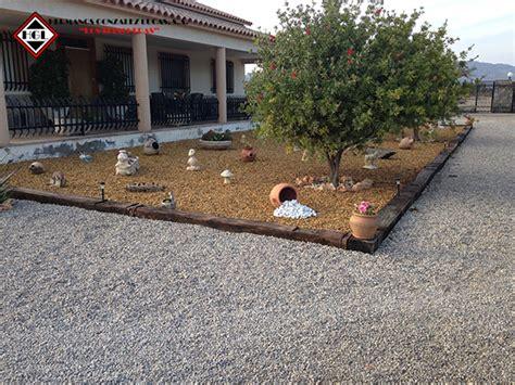 jardines con gravilla 193 ridos decorativos jard 237 n piedras gravas cantos rodados