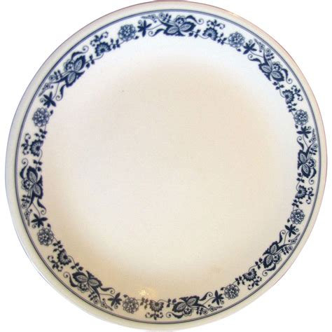 pattern corelle two 10 quot dinner plates blue onion pattern by corelle
