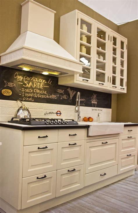 cucina stile americano cucina stile americano con lavagna per scrivere ogni