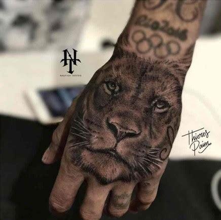 neymar adorna su mano con un nuevo y espectacular tatuaje