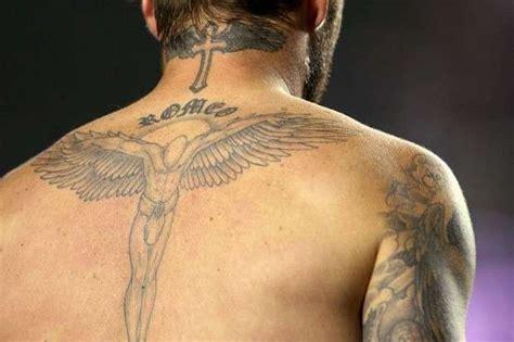 tatuaggi lettere sul collo tatuaggi uomo sul collo i disegni da copiare foto qnm