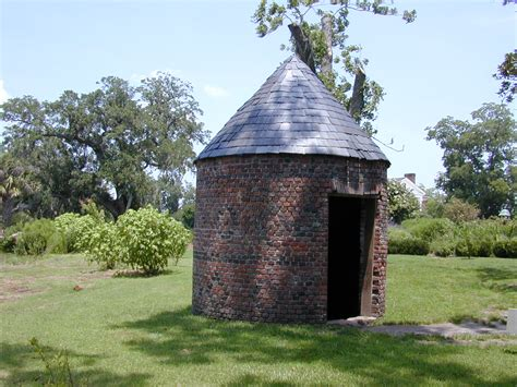 smoke house file bh smokehouse jpg wikipedia