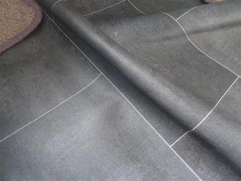 How to make vinyl flooring stable in bathroom?   Home