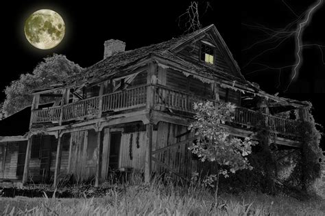 5 american haunted houses their creepy backstories podcast scariest haunted houses in america movin 92 5