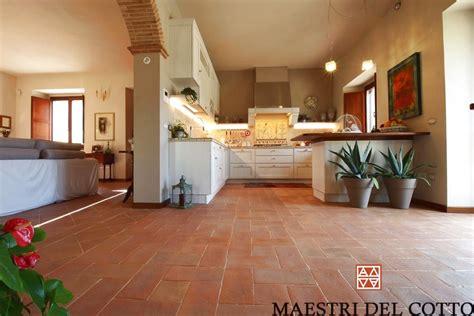 pavimenti di cotto pavimento in cotto per cucine maestri cotto