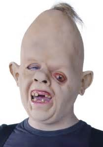 who played sloth in goonies long hairstyles
