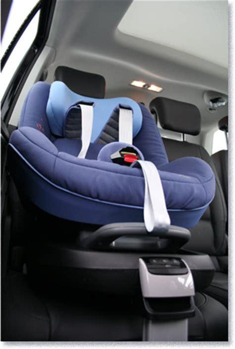 Ab Wieviel Jahren Dürfen Kinder Im Auto Vorne Sitzen by Testmagazine Maxi Cosi Kindersitz Pearl Mit Familyfix