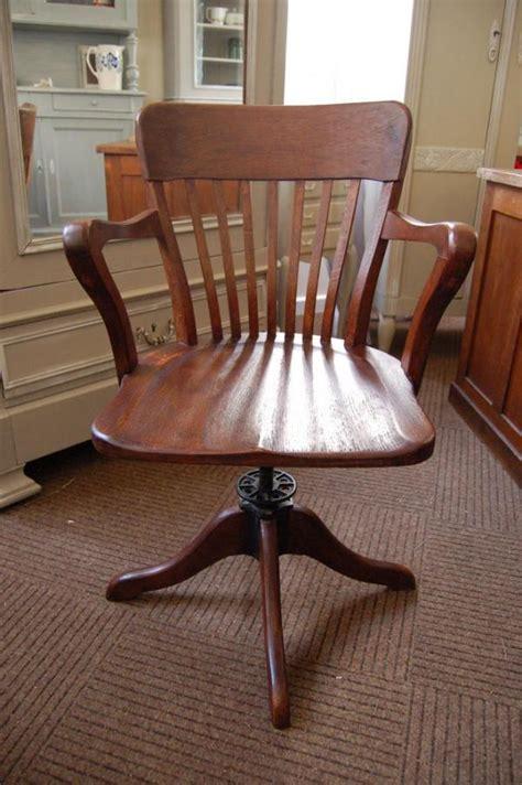 chaise de bureau ancienne en bois thesecretconsul